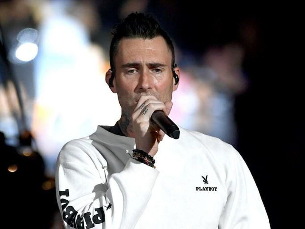 Air Mata Adam Levine untuk Kobe Bryant di Konser Pre-Super Bowl