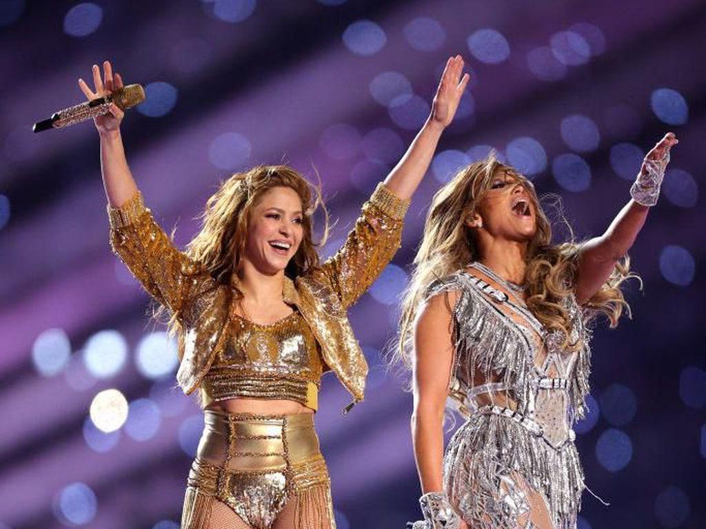 Aksi Melet-melet Shakira dan Hebohnya J-Lo Dongkrak Rating Super Bowl