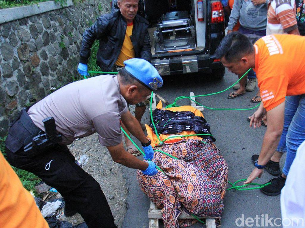 Jasad Edward yang Dibunuh Pegawai Ramen Dikebumikan di Cimahi
