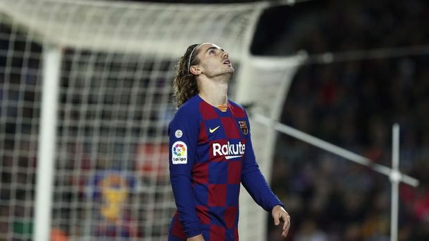 Barcelona's Antoine Griezmann reacts during a Spanish La Liga soccer match between Barcelona and Levante at the Camp Nou stadium in Barcelona, Spain, Sunday Feb. 2, 2020. (AP Photo/Joan Monfort)