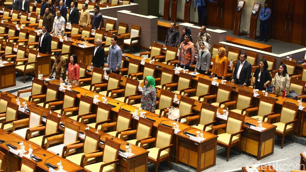 Sepi! Paripurna Penetapan 5 Hakim Agung Tak Dihadiri 286 Anggota DPR