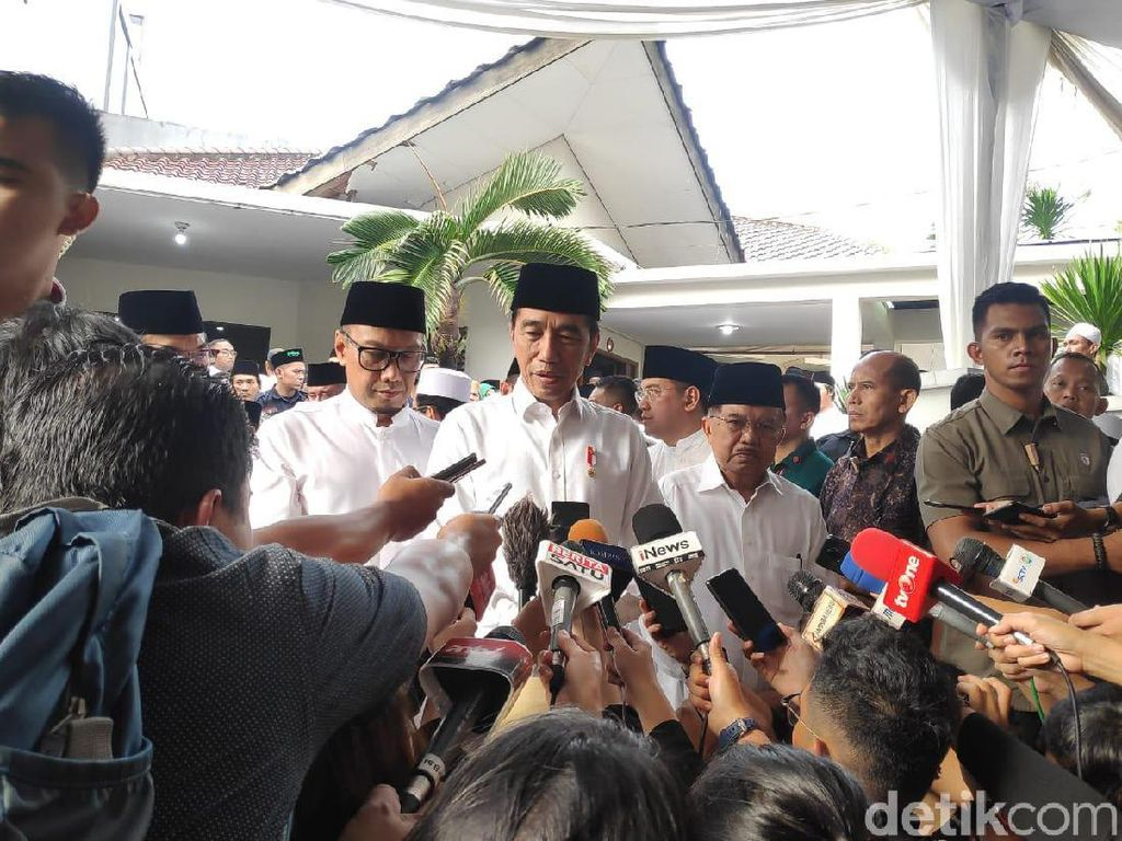 Jokowi: Gus Sholah Cendekiawan Muslim Panutan Kita