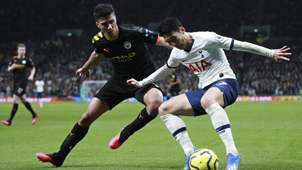 Manchester City's Rodrigo vies for the ball with Tottenham's Son Heung-min, right, during the English Premier League soccer match between Tottenham Hotspur and Manchester City at the Tottenham Hotspur Stadium in London, England, Sunday, Feb. 2, 2020. (AP Photo/Ian Walton)