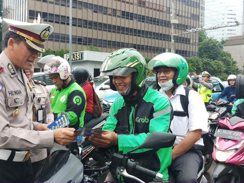 Ajak Pemotor Tertib Berkendara, Polisi Sosialisasikan E-TLE di Thamrin