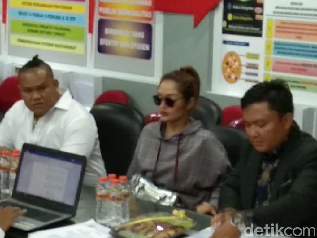 Diperiksa 28 Pertanyaan, Siti Badriah Tegaskan Tak Gabung MeMiles