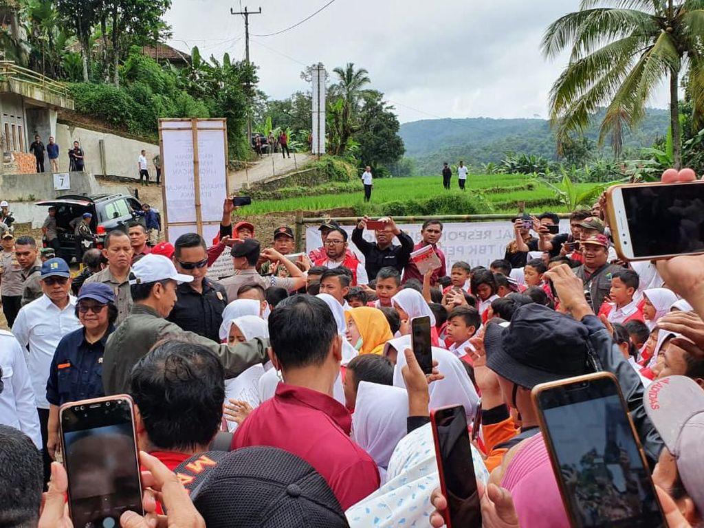 Jokowi Kembali Kunjungi Lokasi Terdampak Banjir-Longsor Sukajaya Bogor