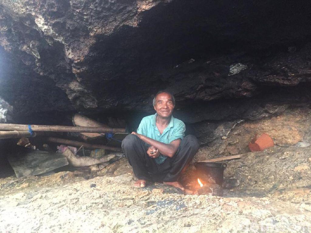 Kakek La Udu yang Tinggal 10 Tahun di Gua Dievakuasi ke Permukiman