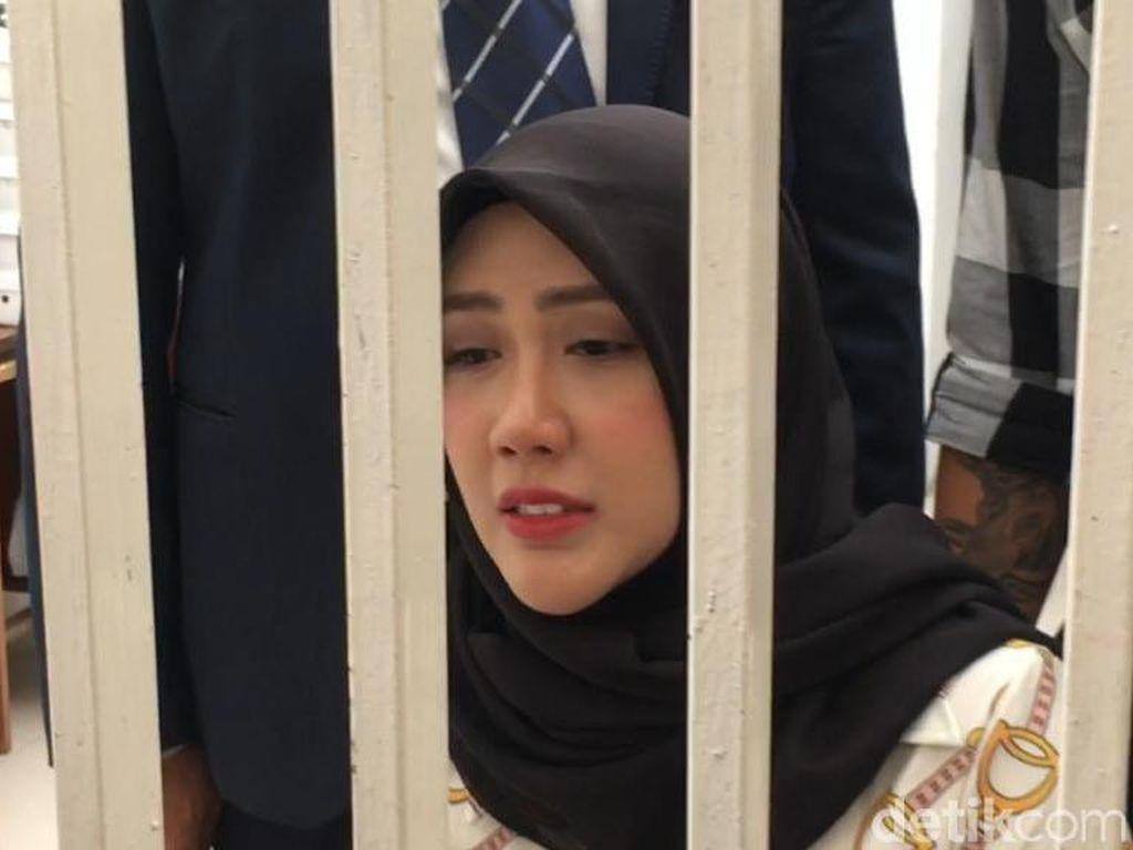 Sebelum Hijrah, Rey Utami Sempat Ingin Akhiri Hidup di Penjara