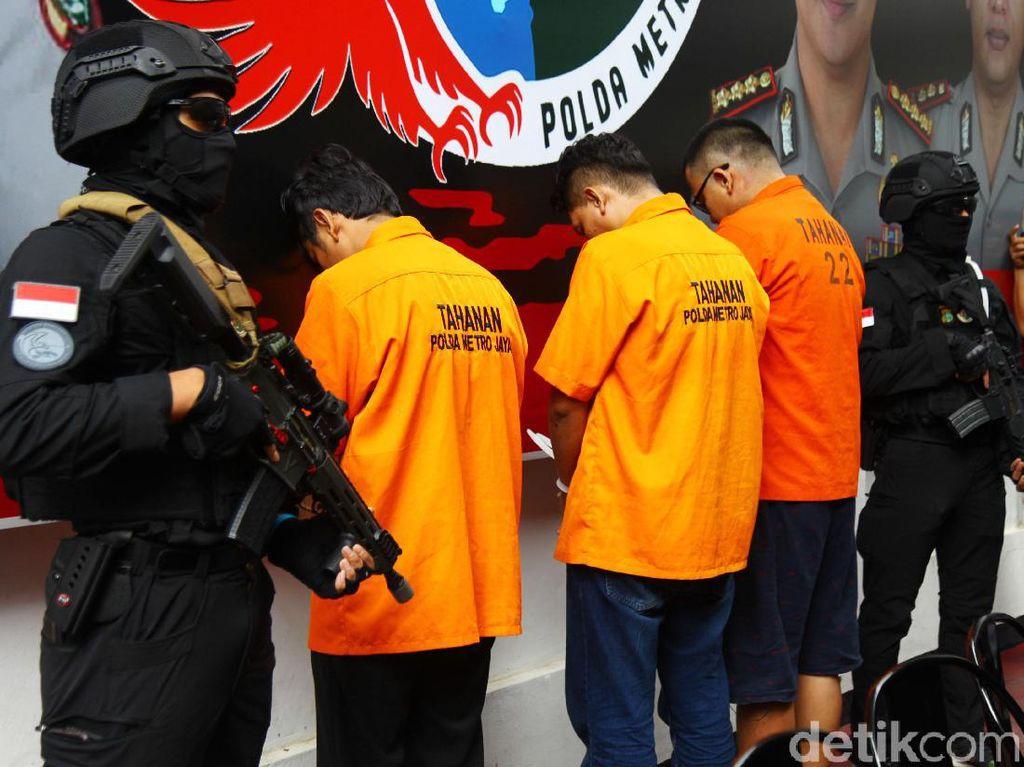 Diringkus Polisi, 3 Pengedar Heroin Tertunduk Malu