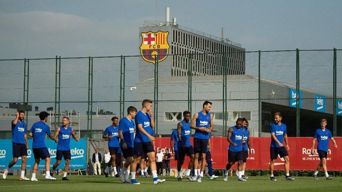 BARCELONA, SPAIN - JULY 15: FC Barcelona players attend to their first training session at Ciutat Esportiva of Sant Joan Despi on July 15, 2019 in Barcelona, Spain. (Photo by David Ramos/Getty Images)
