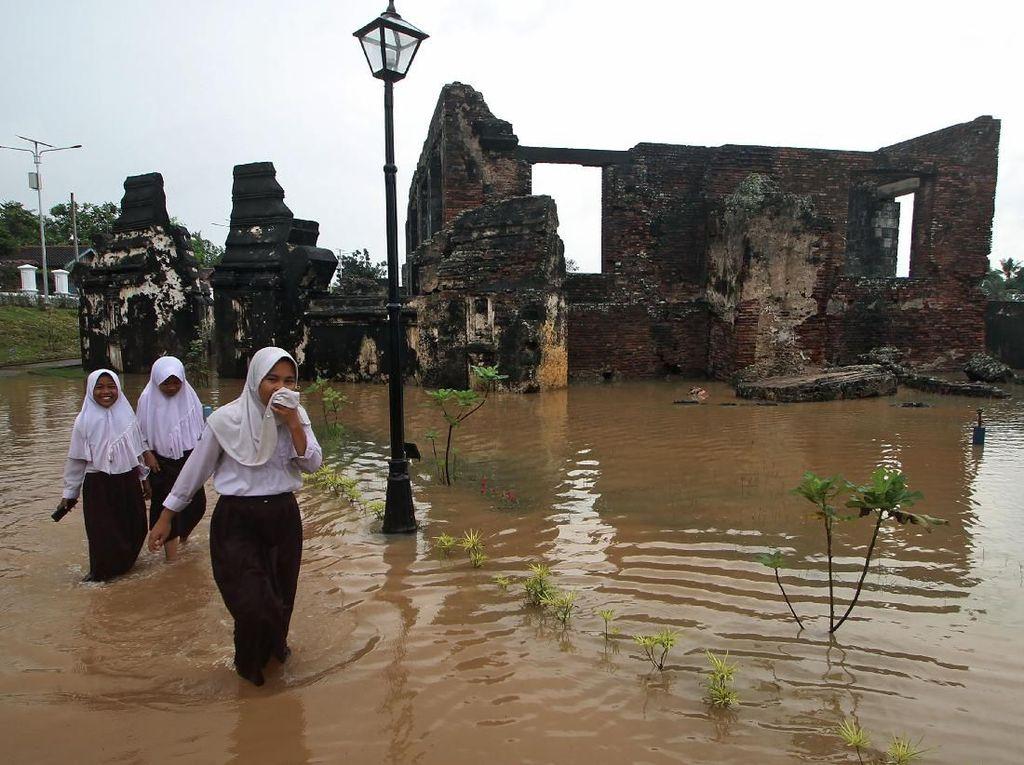 Waduh! Situs Cagar Budaya di Banten Terendam Banjir