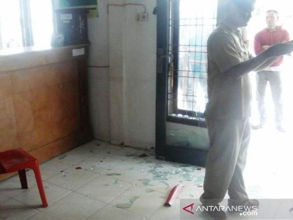 Satu Keluarga di Aceh Barat Mengamuk dan Rusak Kantor Camat