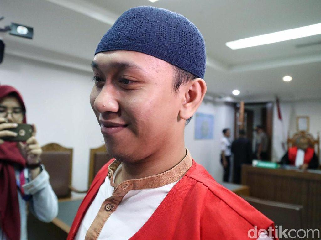 Ekspresi Pria yang Ancam Penggal Jokowi saat Sidang Tuntutan