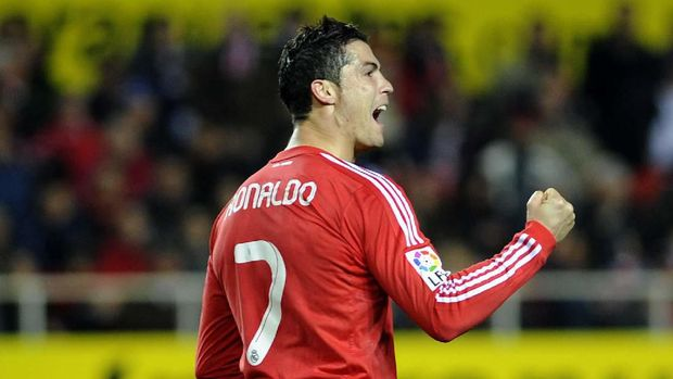 Real Madrid's Portuguese forward Cristiano Ronaldo celebrates after a scoring of his team against Sevilla during their Spanish League football match, on December 17, 2011 at Ramon Sanchez Pizjuan stadium in Sevilla. Real Madrid won 6-2.    AFP PHOTO/ CRISTINA QUICLER (Photo by CRISTINA QUICLER / AFP)