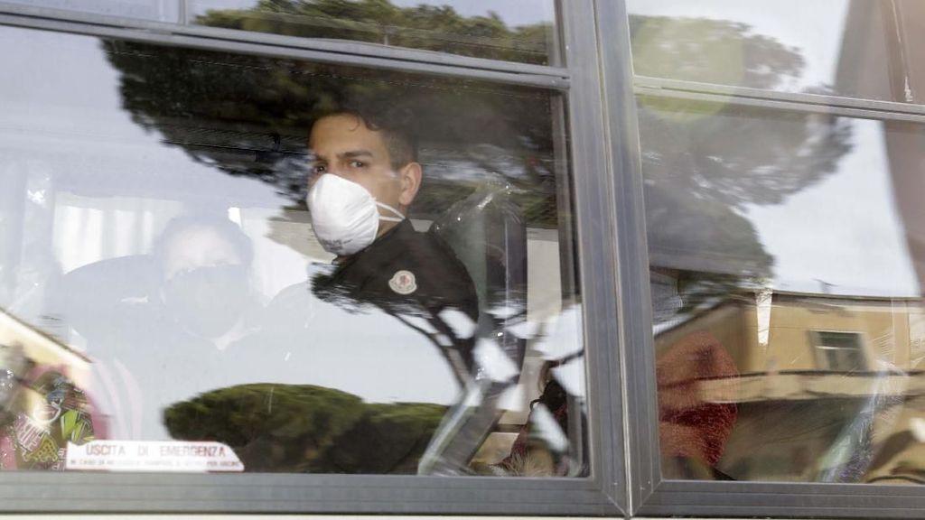 Terkait Corona, 56 Warga Italia Dikarantina di Pangkalan Militer
