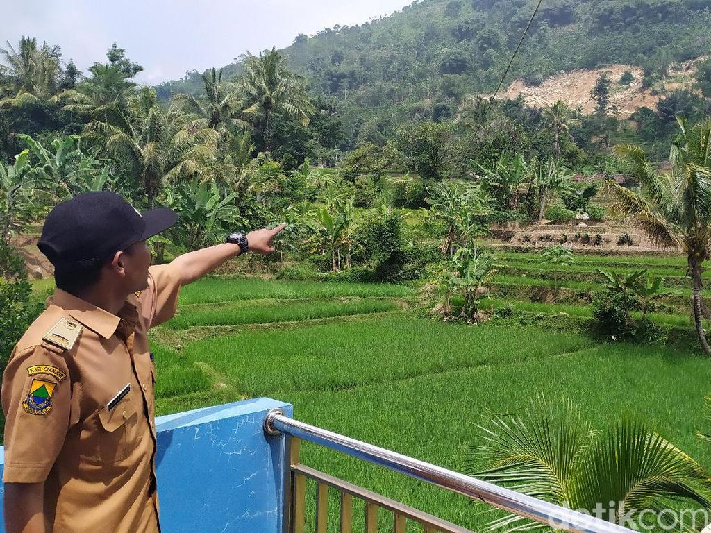 Penambangan Batu di Gunung Pasir Pogor Cianjur Ancam 50 Rumah Warga
