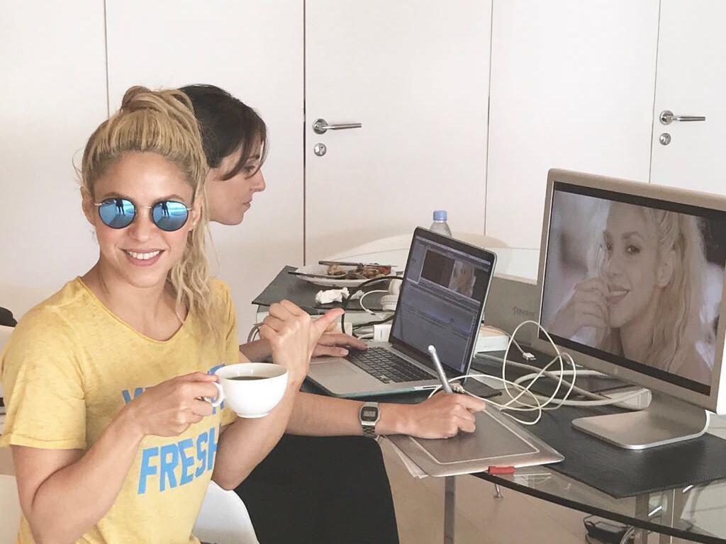 Shakira Tetap Seksi di Usia 43, Intip Potretnya Bersama Makanan