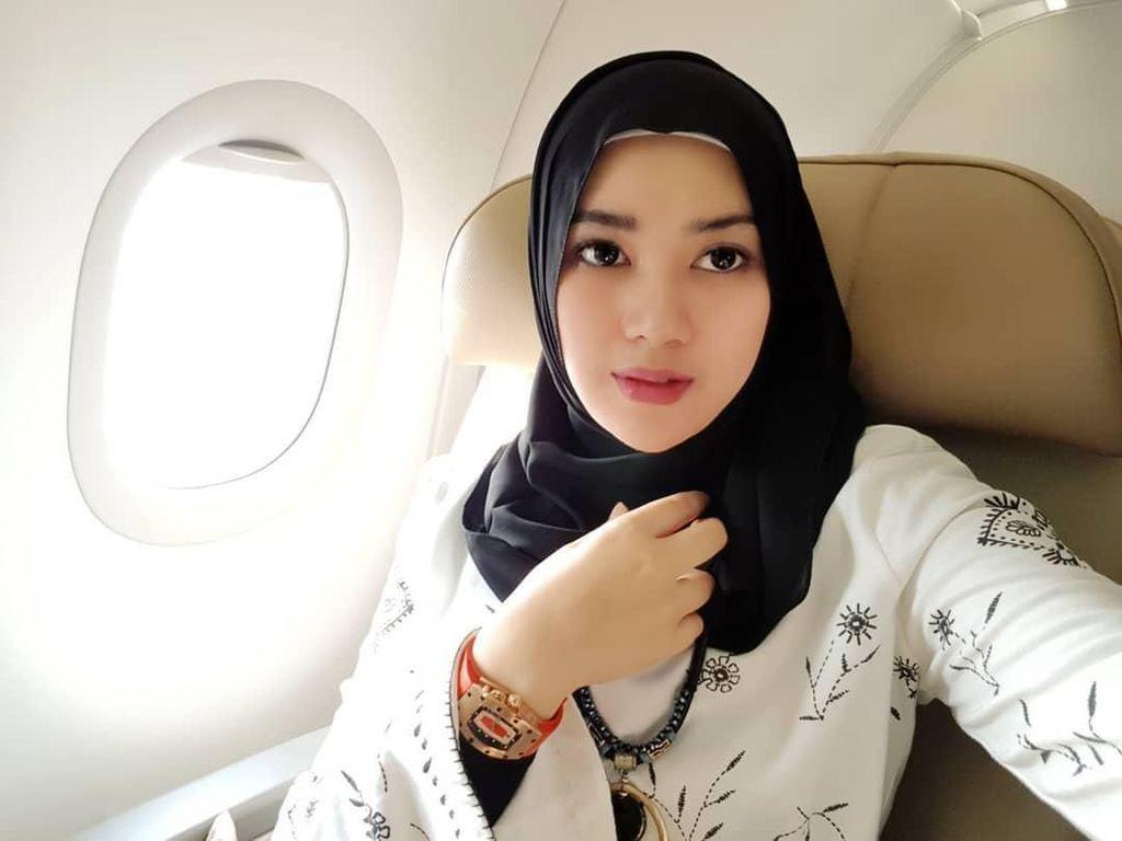 Istri Opick Heran Ada Muslimah yang Tak Mau Berjilbab