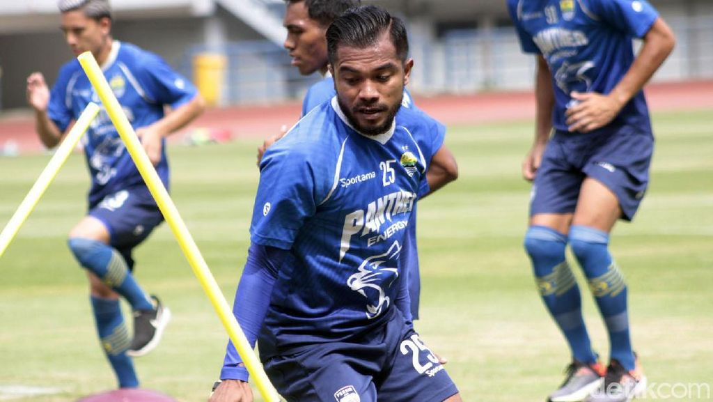 Zulham Zamrun Berbaju Persib Bandung (Lagi)