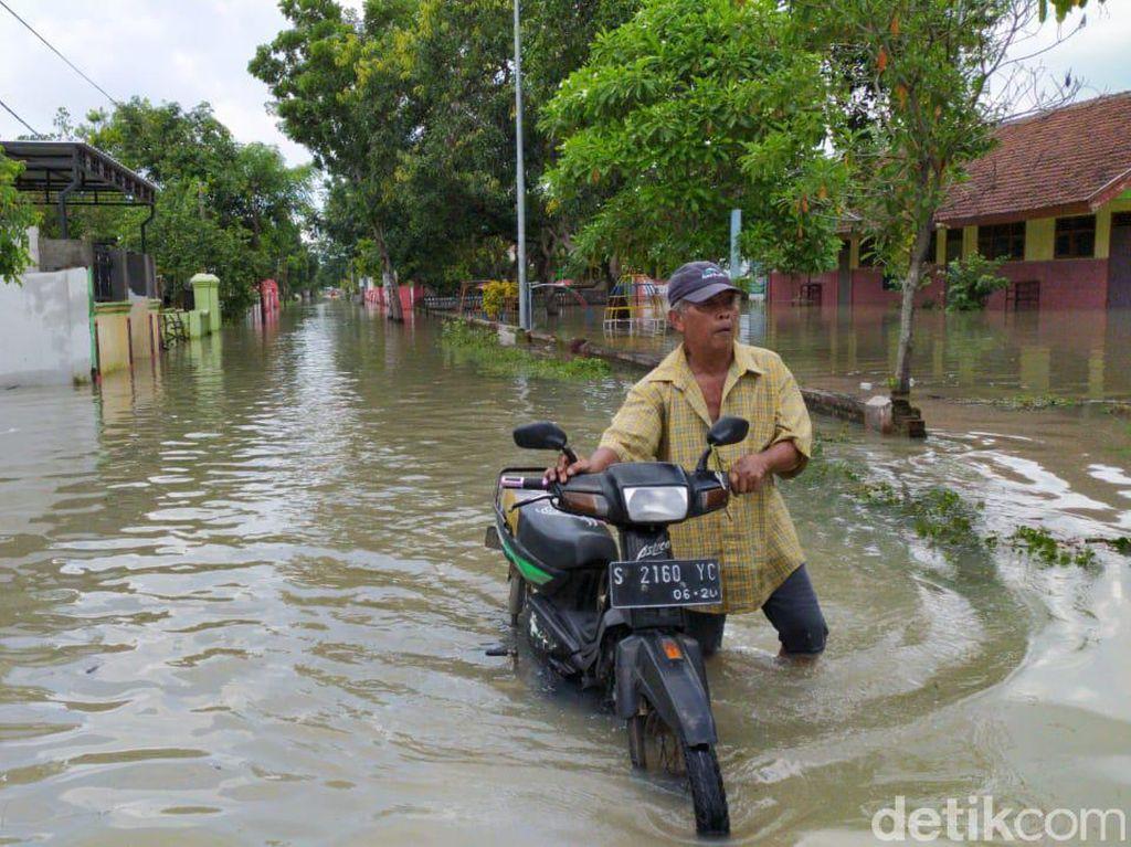 Banjir di Mojokerto Lumpuhkan Fasilitas Pendidikan dan Pemerintahan Desa