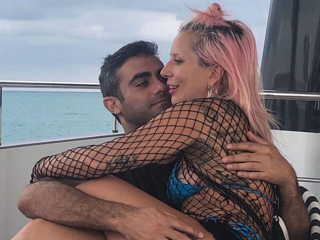 Curhat Wanita Biasa yang Mantannya Kini Pacaran dengan Lady Gaga