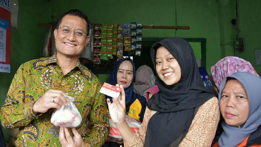 Mensos Tinjau Pelaksanaan Program Kartu Sembako di Bogor