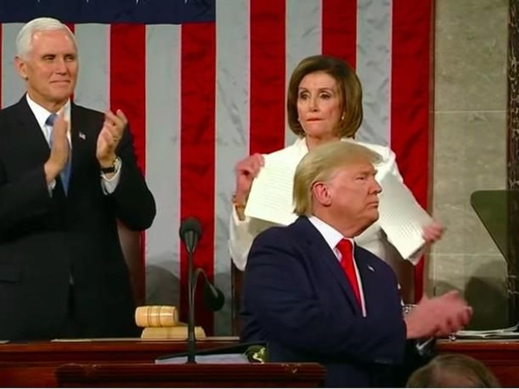 Gestur Perang Ketua DPR AS vs Trump di Acara Kenegaraan