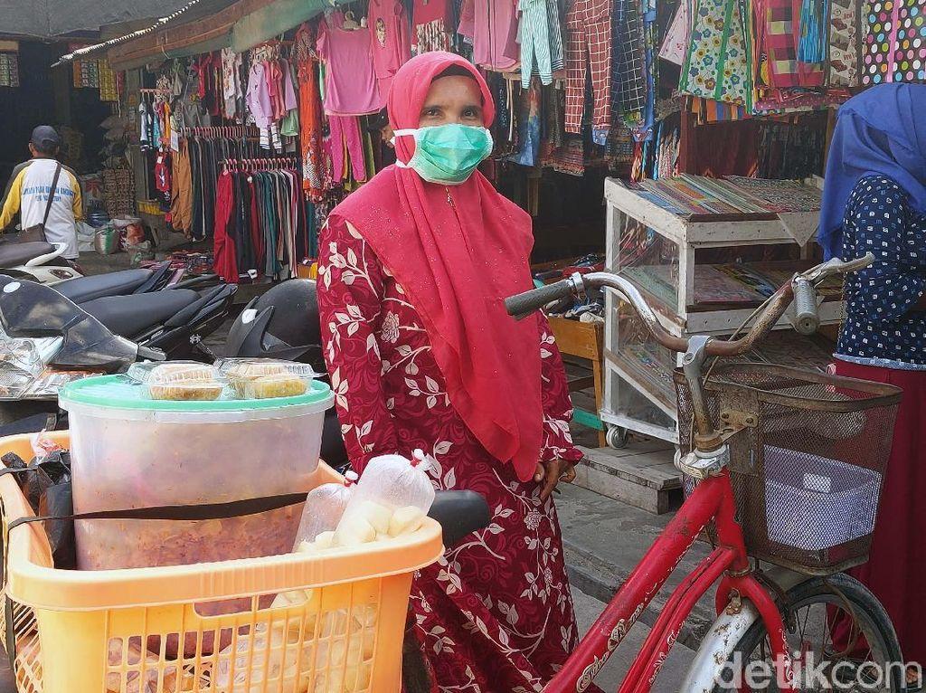 Kisah Mayarnis, Pedagang Kue di Natuna Tak Takut Kedatangan WNI dari Wuhan
