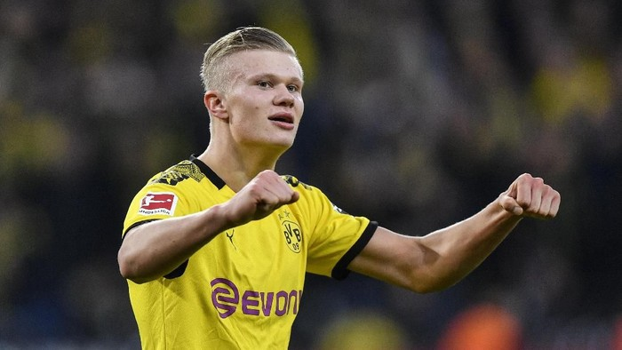 Dortmunds scorer Erling Haaland celebrates after he scored his second goal during the German Bundesliga soccer match between Borussia Dortmund and Union Berlin in Dortmund, Germany, Saturday, Feb. 1, 2020. (AP Photo/Martin Meissner)