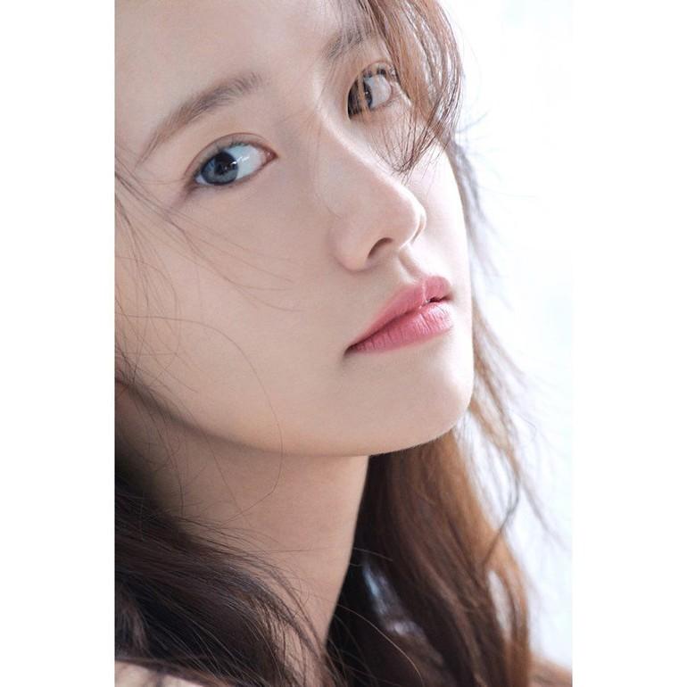 Di Korea Selatan, pemilik nama lengkap Im Yoona tersebut juga sering menjadi panutan atau referensi ketika wanita ingin melakukan operasi plastik. Foto: Instagram @yoona__lim