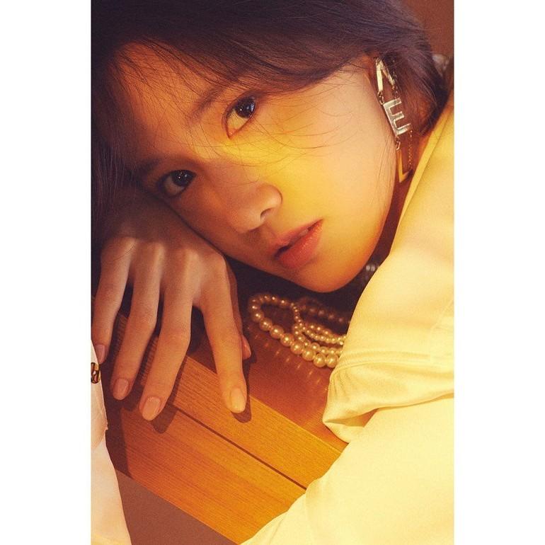 Yoona SNSD memang dikenal punya wajah cantik dan awet muda. Sudah lebih dari 10 tahun berkarier di dunia hiburan, ia tetap dianggap sebagai salah satu artis Korea tercantik. Foto: Instagram @yoona__lim