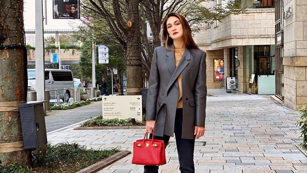 7 Street Style Luna Maya yang Bisa Jadi Inspirasi #OOTD Kamu