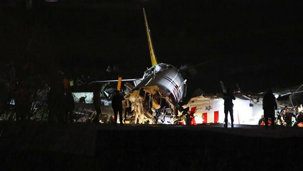 Tergelincir, Pesawat Pegasus Airlines Terbelah Tiga