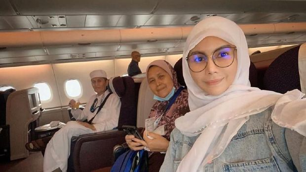 Cantik Berhijab Di Mekkah Nur Sajat Terbukti Lagi Dulunya Laki Laki