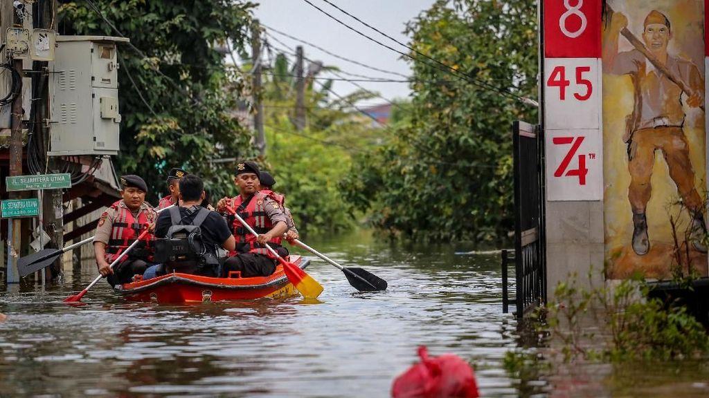 Tanggul Kali Angke Jebol, Ribuan Warga Tangerang Mengungsi