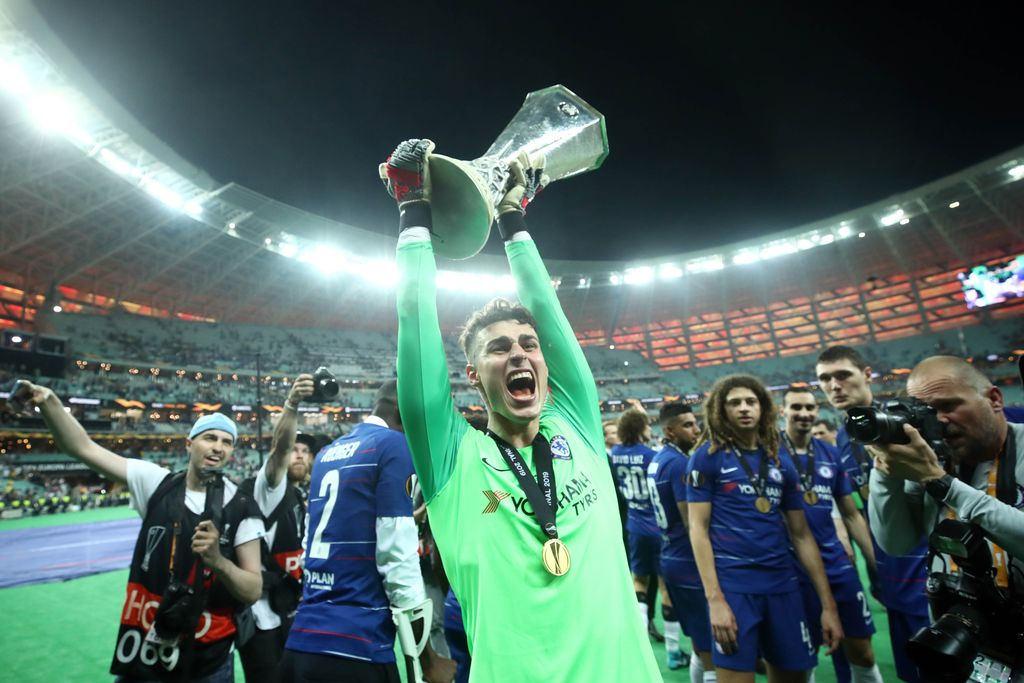 BAKU, AZERBAIJAN - MAY 29:  Kepa Arrizabalaga of Chelsea celebrates with the Europa League Trophy following his team's victory in the UEFA Europa League Final between Chelsea and Arsenal at Baku Olimpiya Stadionu on May 29, 2019 in Baku, Azerbaijan. (Photo by Alex Grimm/Getty Images)