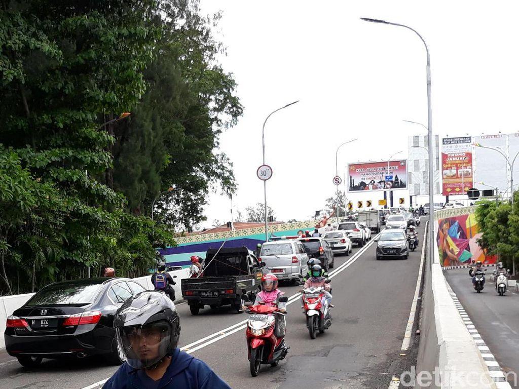 Dampak Proyek Flyover Purwosari, Lalin Manahan Solo Padat Merayap