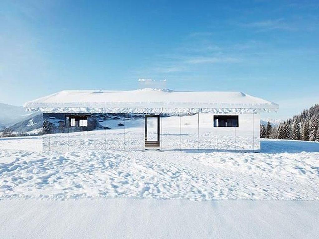 Rumah Kaca Unik di Swiss dengan Pemandangan Indah Ini Pas Buat yang Narsis