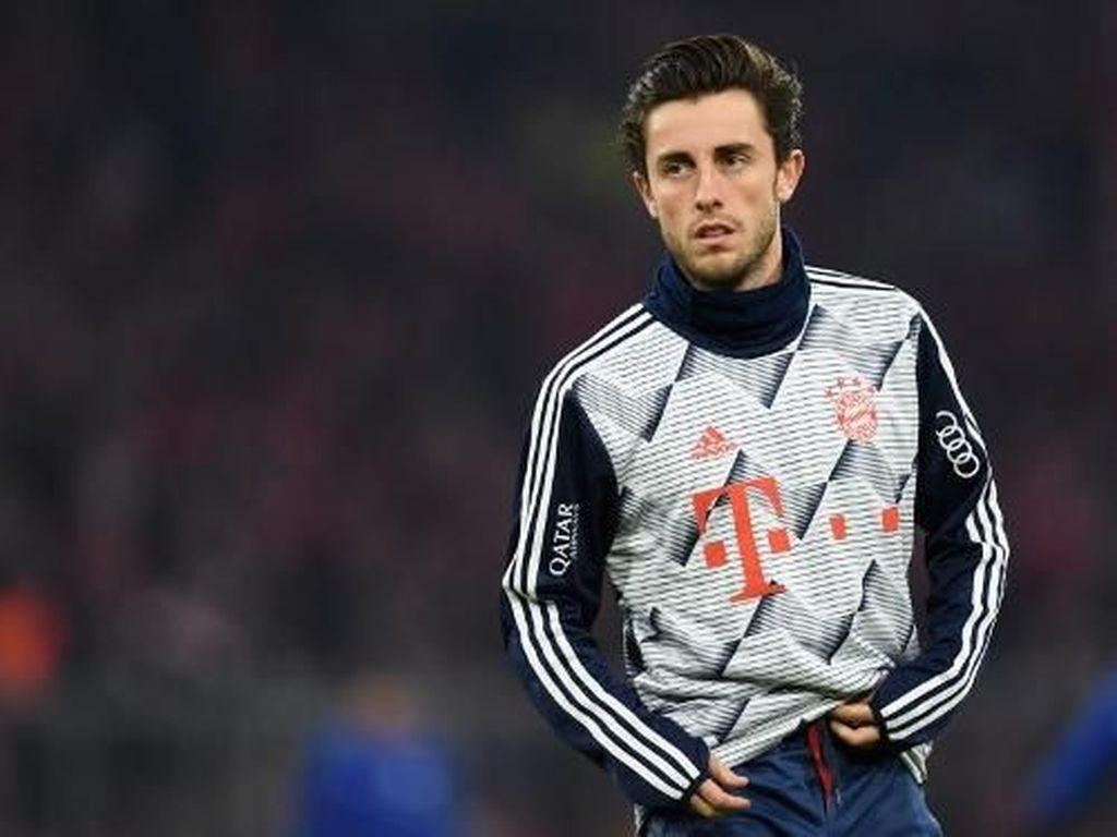 Duh, Baru Gabung Bayern, Odriozola Malah Bikin Perisic Cedera