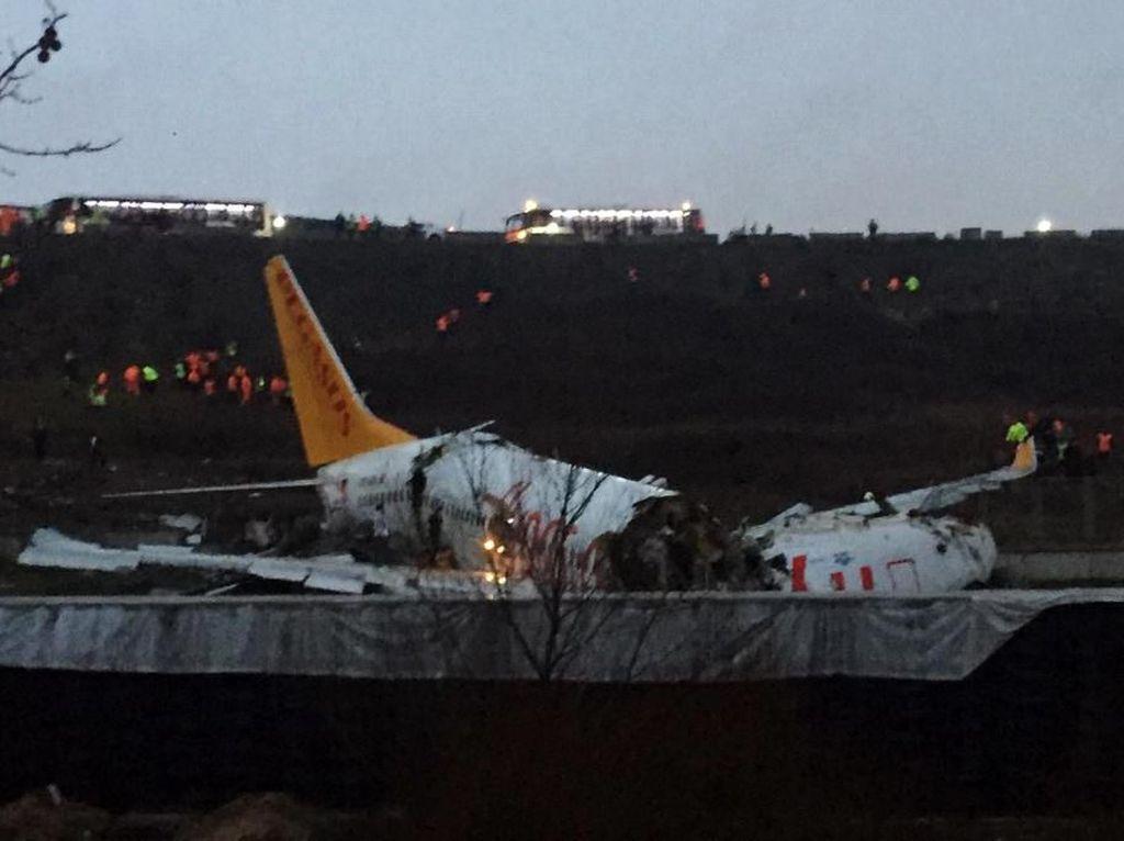 Pesawat Terbelah Tiga di Bandara Istanbul, 3 Orang Tewas dan 179 Luka