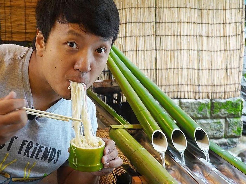 Serunya Kulineran Food Vlogger Mike Chen, yang Mirip Jackie Chan