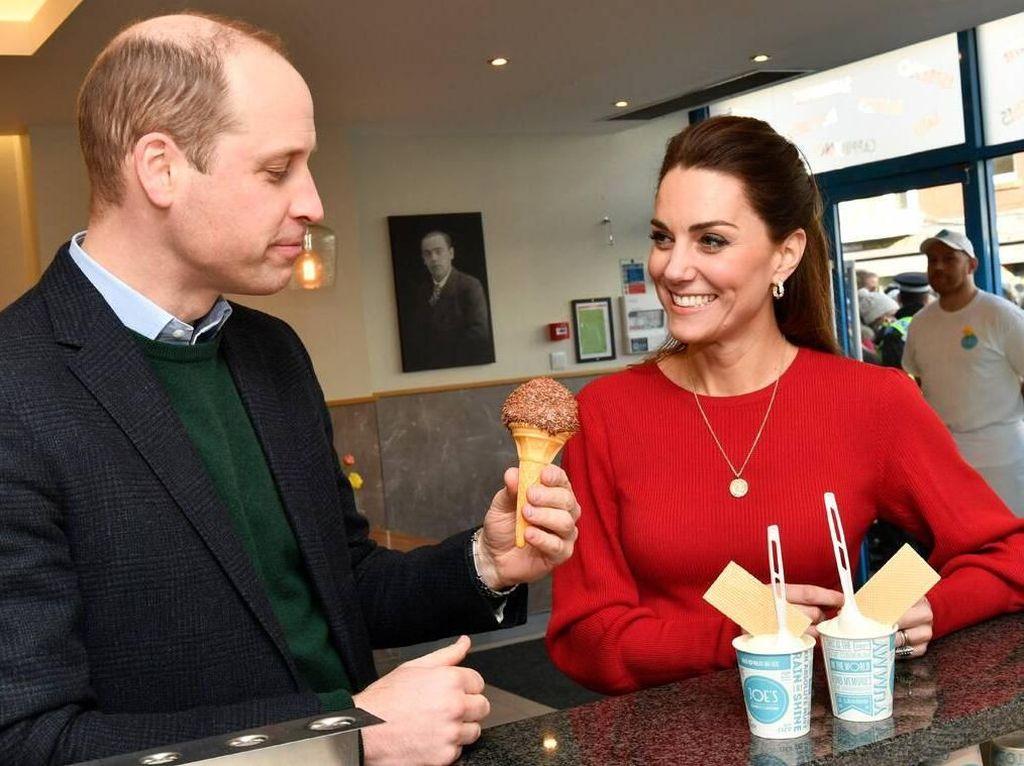Pangeran William dan Kate Middleton Nikmati Es Krim Bersama