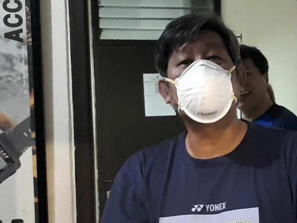 Saat Herry IP Kebingungan Pakai Masker Penangkal Virus Corona