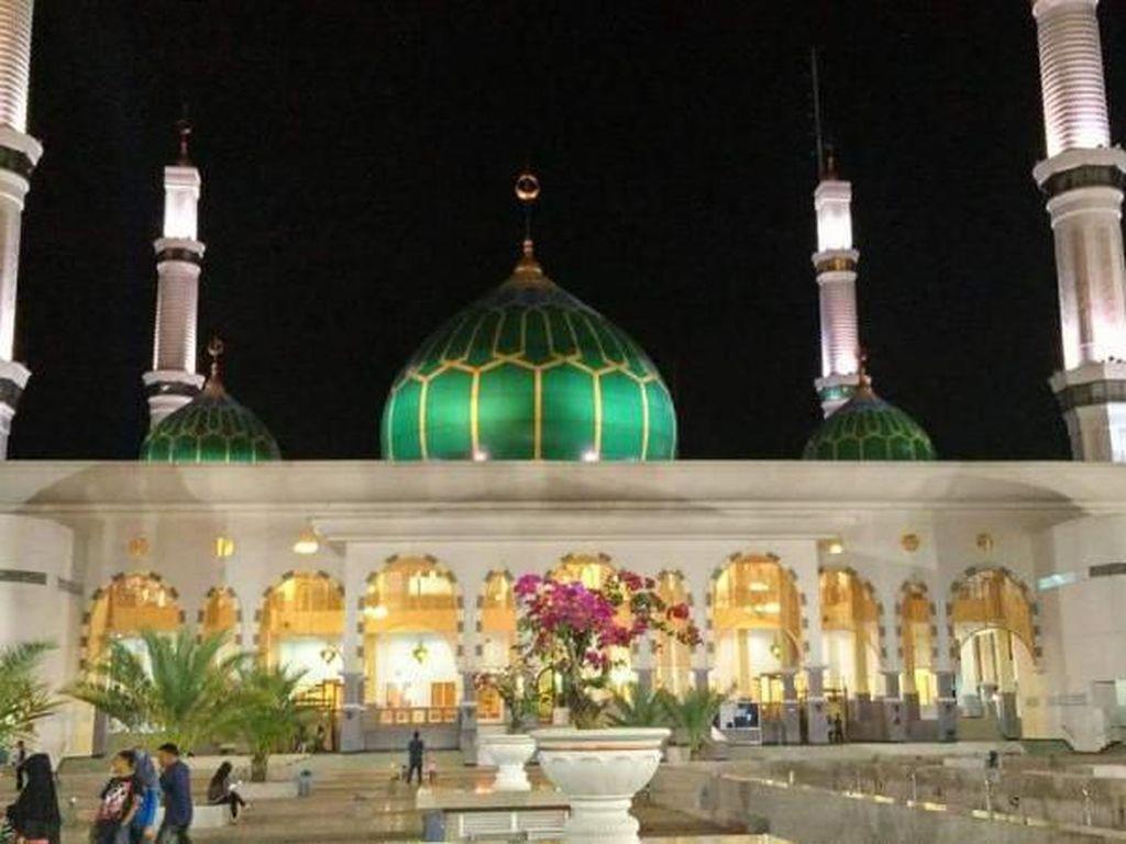 Melihat Indahnya Masjid Madani Pasir Pangaraian Riau