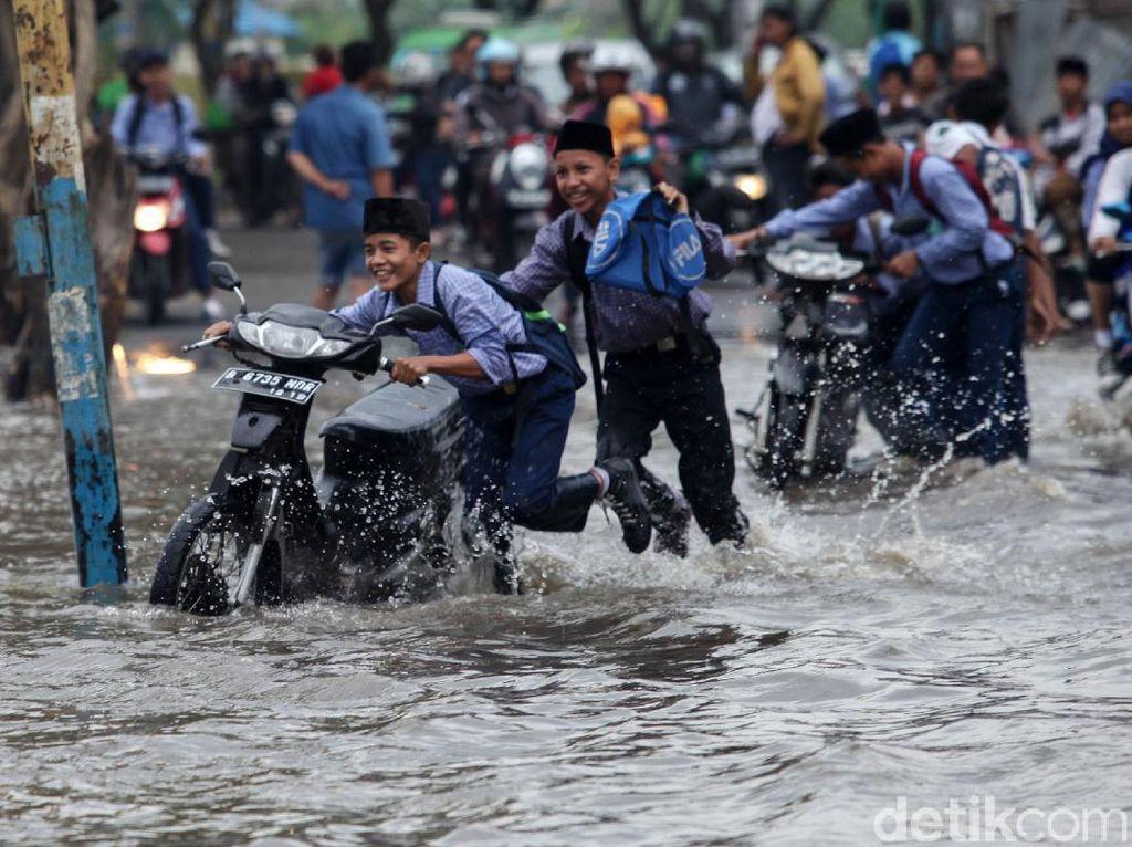 Jangan Lupa, PNS Kena Banjir Boleh Cuti 1 Bulan