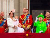 Keluarga Kerajaan Inggris; Pangeran Charles (kiri) dan Pangeran Philip (kanan)