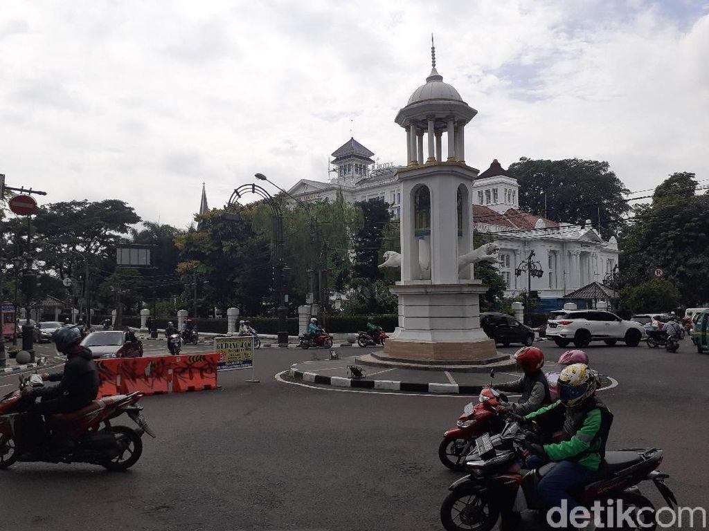 Patung Harimau di Bandung Loncat Diduga Dirusak Orang Gila