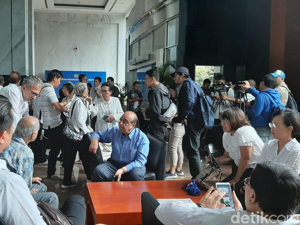 Puluhan Nasabah Jiwasraya Geruduk Kantor Sri Mulyani