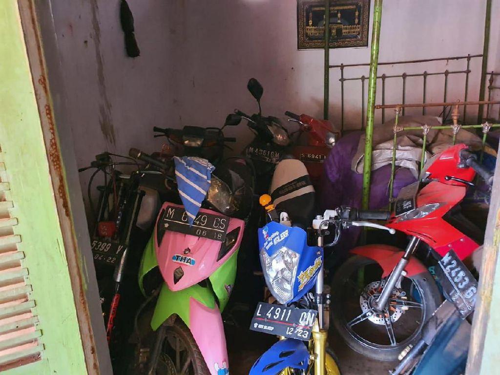 Polisi Gerebek Rumah di Bangkalan Diduga Tampung Motor Hasil Curian