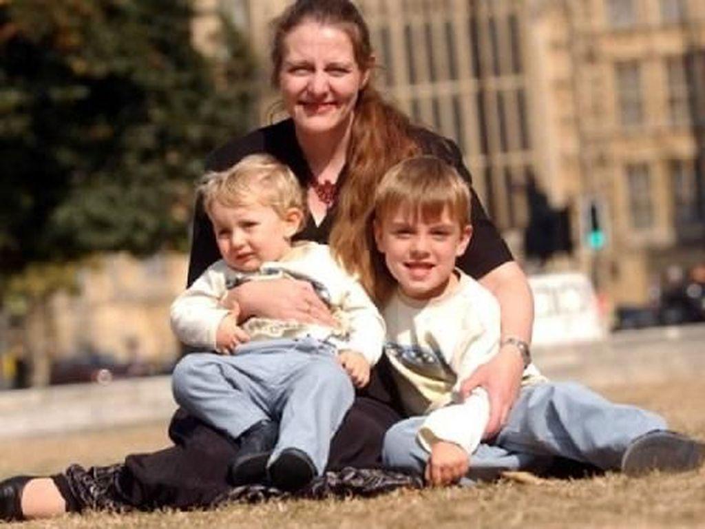 Kisah Janda Lahirkan Dua Anak dari Suami yang Telah Wafat
